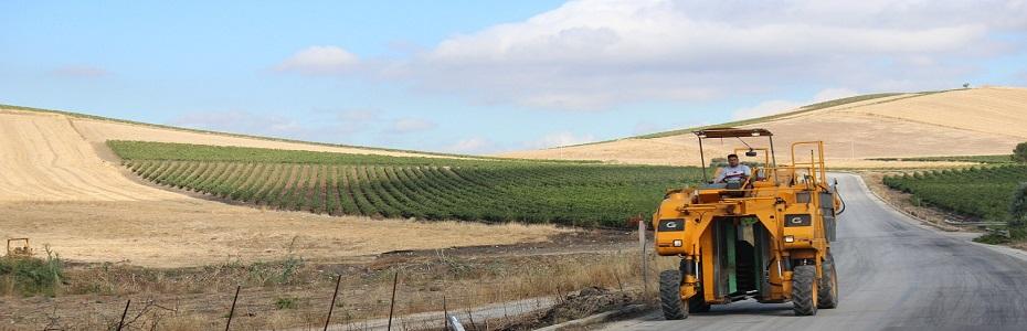 E OFICIAL: De azi, fermierii pot conduce un tractor fără permis!