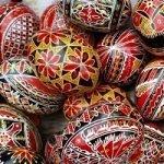 De ce se încondeiează ouăle în cultura românească