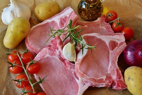 Ungurii profită de criza pestei porcine din România